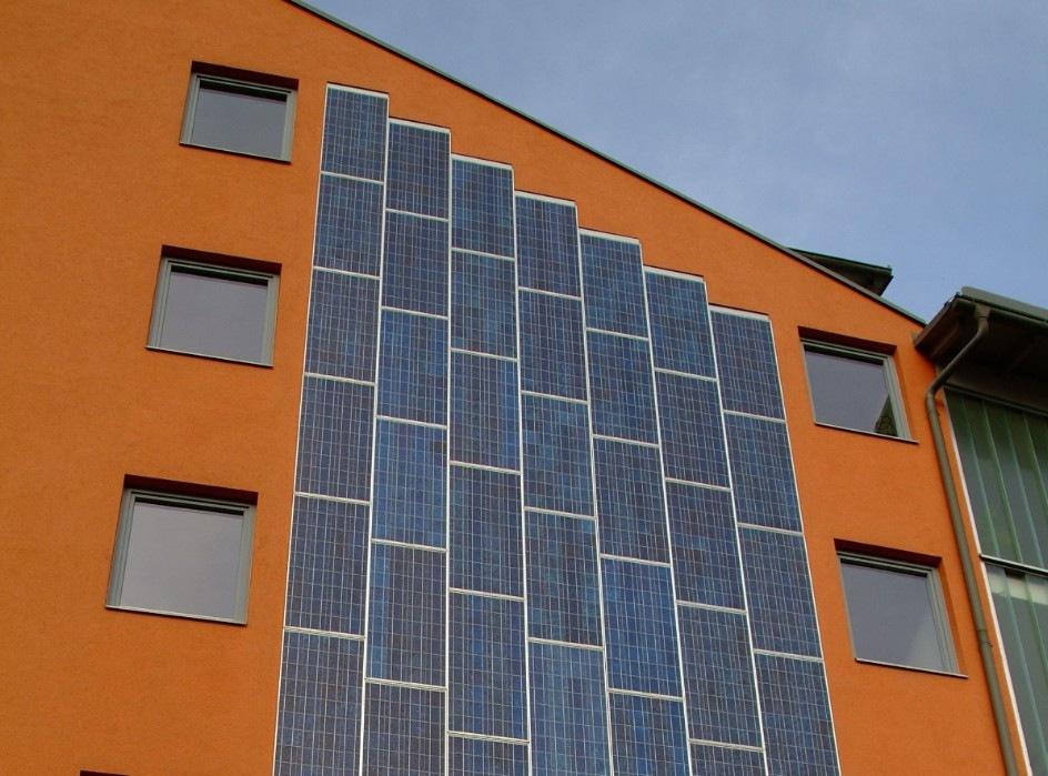 Sonnenkollektoren auf Fassade