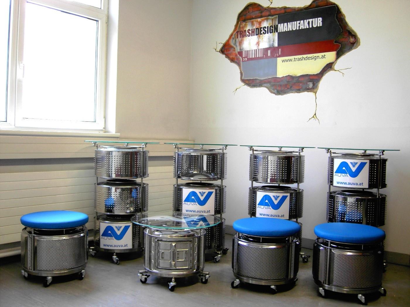 Infostandsystem aus Waschmaschinentrommeln