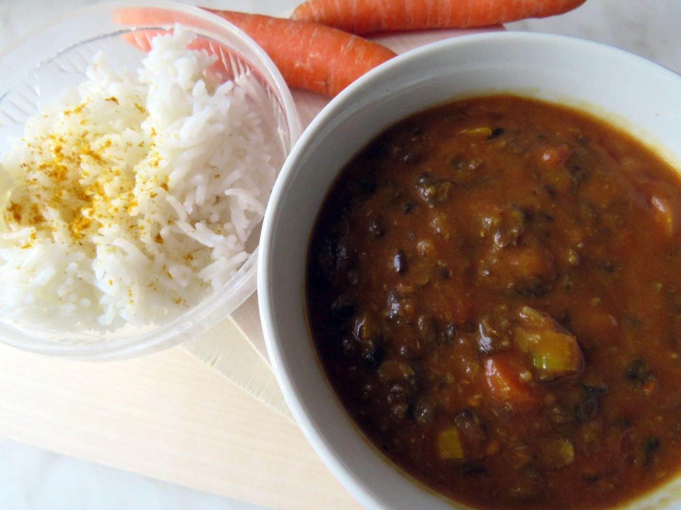 Urdbohnen Dal mit Curry-Reis