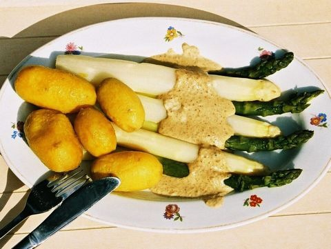 Spargel in Nusssauce