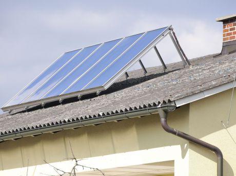 warmes wasser aus sonnenstrahlen die umweltberatung. Black Bedroom Furniture Sets. Home Design Ideas